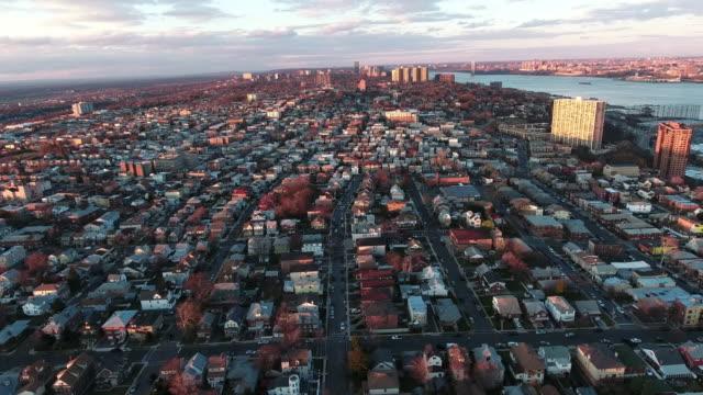 Cliffside-Park-NJ-Flyover-edificios-durante-puesta-del-sol