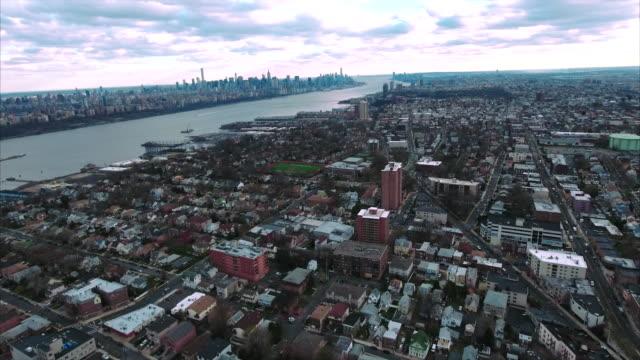 Vista-aérea-de-Cliffside-Park-NJ-viajando-hacia-Manhattan-Downtown
