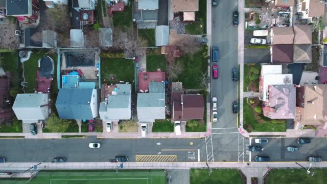 Cliffside-Park-NJ-arriba-ascendente-tiro-de-campo-de-edificios-escolares