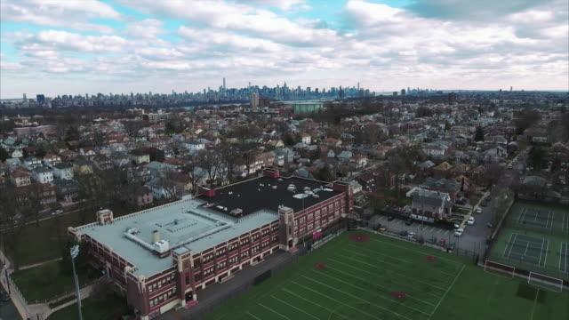 Cliffside-Park-NJ-Flyover-escuela-centro-en-movimiento