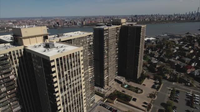 Cliffside-Park-NJ-descendente-tiro-de-edificios-de-apartamentos