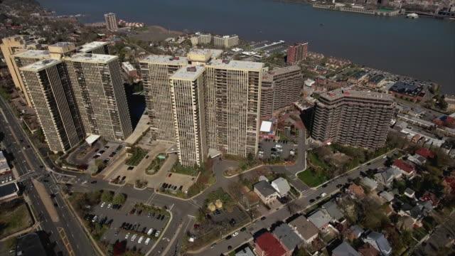 Cliffside-Park-NJ-ascensión-al-tiro-arriba-de-edificios-de-apartamentos-y-casas