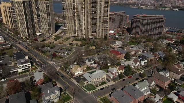 Puente-aéreo-Cliffside-Park-de-intersección-viendo-se-levanta-alta-y-río-Hudson