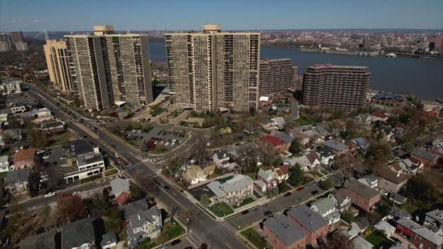 Cliffside-Park-NJ-vuelo-más-se-cruzan-hacia-complejos-de-apartamentos