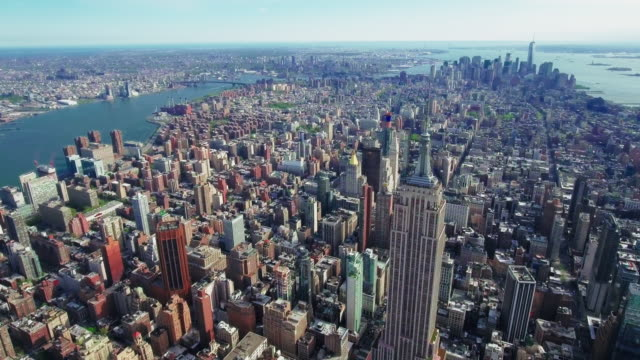 NYC-Aerial-Of-The-Empire-State-Building-Viewing-Downtown