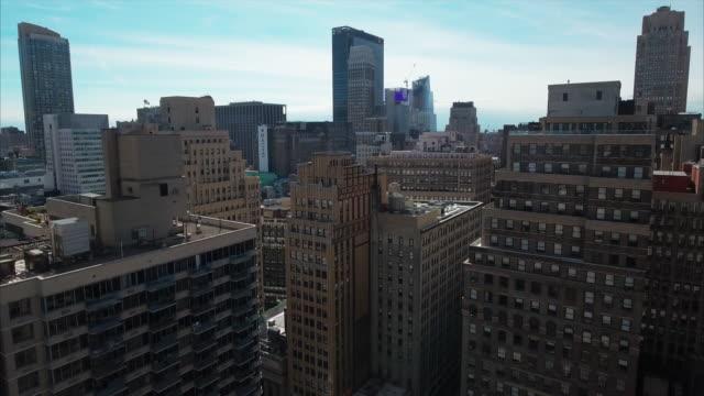 Aerial-Of-NYC-Slow-Fly-Backwards-Between-Buildings