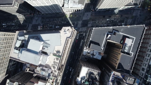 Aerial-Of-NYC-Ascending-and-Viewing-Intersection