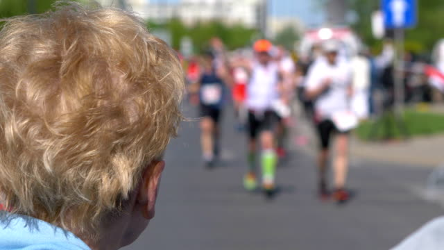 Senior-woman-cheering-runners-and-clapping-hands-in-4k-slow-motion-60fps
