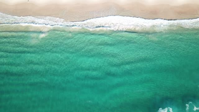 Una-vista-aérea-de-la-playa