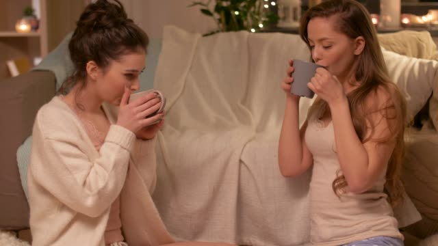 teenage-girls-drinking-hot-chocolate-with-marshmallow-at-home