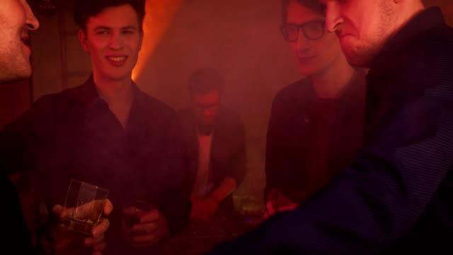 Zeitraffer-von-einem-Junggesellenabschied-in-einem-Nachtclub