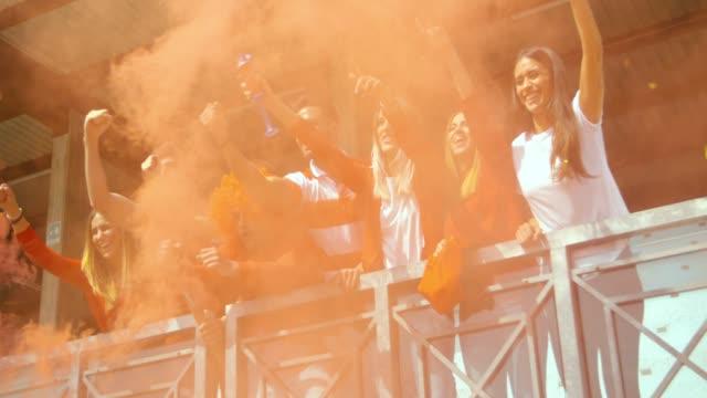 fanáticos-de-deporte-en-el-estadio-filmada-en-cámara-lenta