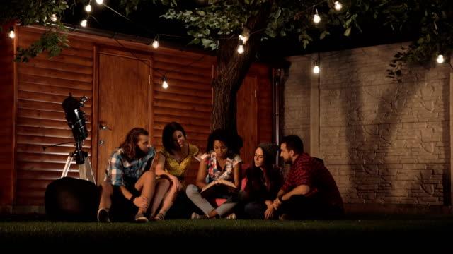 Friends-watching-album-together
