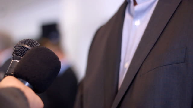 Interview-business-Man-press-media