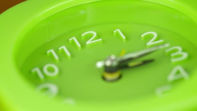 focus-on-Time-lapse--green-modern-clock-marking-time--Hurry-dedline-concept