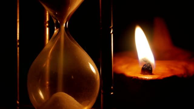 Lámpara-de-aceite-reloj-de-arena-y-arcilla