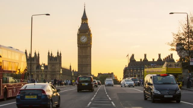 London-Traffic-on-Westminster-bridge