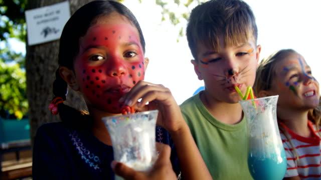 Kids-having-drinks-in-the-playground-4k