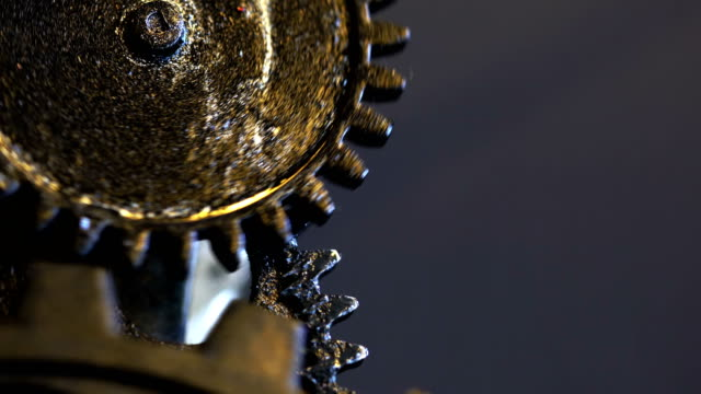 Engranajes-de-reloj-mecánico-oxidado-Retro