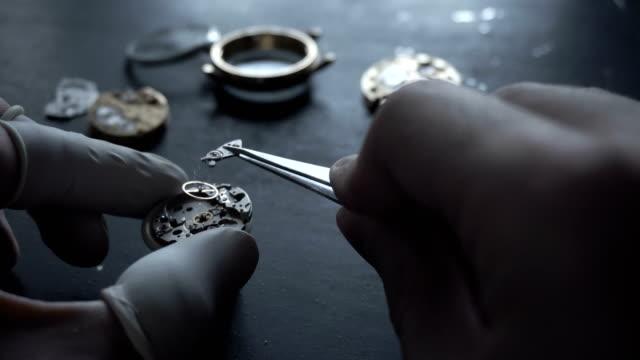 Reparaturen-der-Armbanduhr