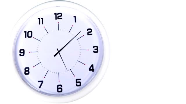Lapso-de-tiempo-de-reloj-sobre-fondo-blanco