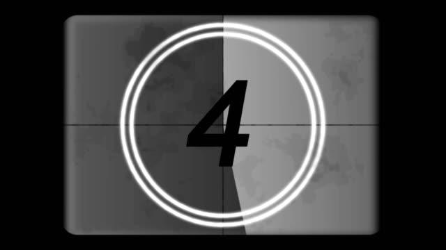 4K-cuenta-regresiva-líder-gráfico-5-0-con-la-película-Burn-y-balanceo-efecto-escala-de-grises-La-película-del-tono-y-retro-estilo-Gráficas-de-movimiento-y-animación-Película-de-estilo-