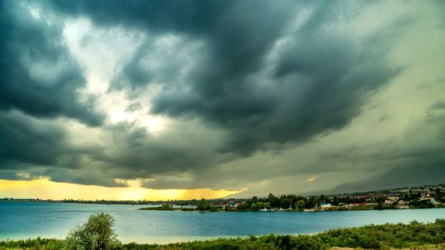 thunderstorm-over-the-seacoast-at-sunset