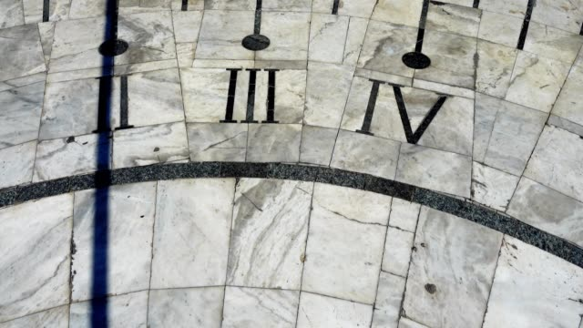 Sundial-Shooting-in-the-summer-Time-lapse-