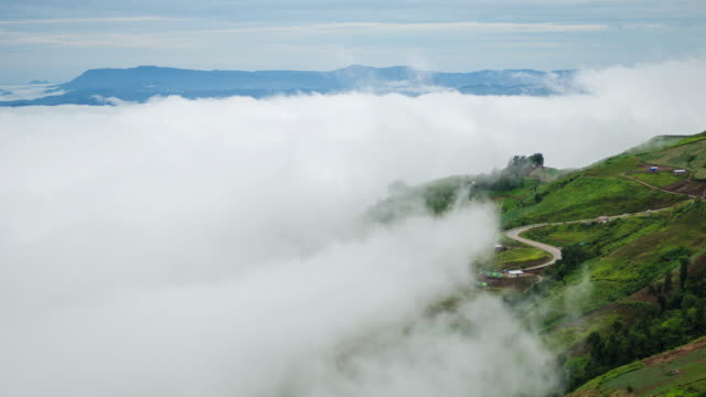 Foggy-cloud-moving-over-high-mountain