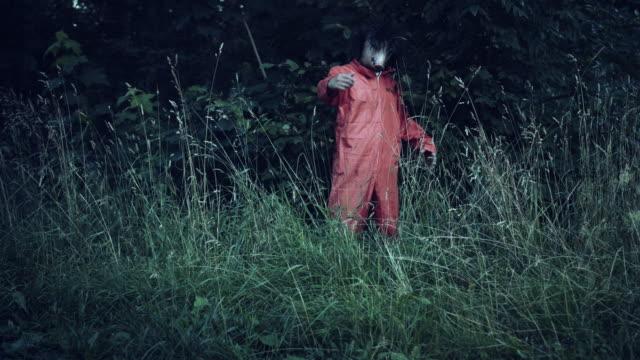 4K-Halloween-Horror-Man-with-Pig-Mask-Gesturing