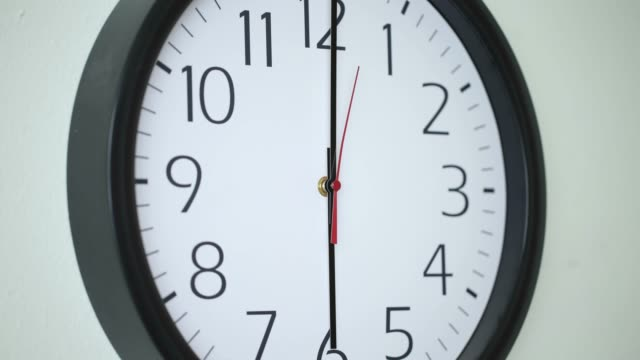 4K-time-lapse-shot-of-clock-moving-fast-in-business-office