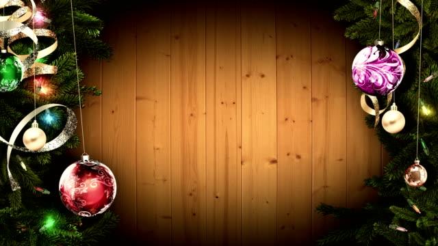 Helle-festliche-Weihnachten-Rahmen-auf-einem-alten-rustikalen-Holztisch-eine-erstaunliche-magische-Atmosphäre-schaffen-geschlungen