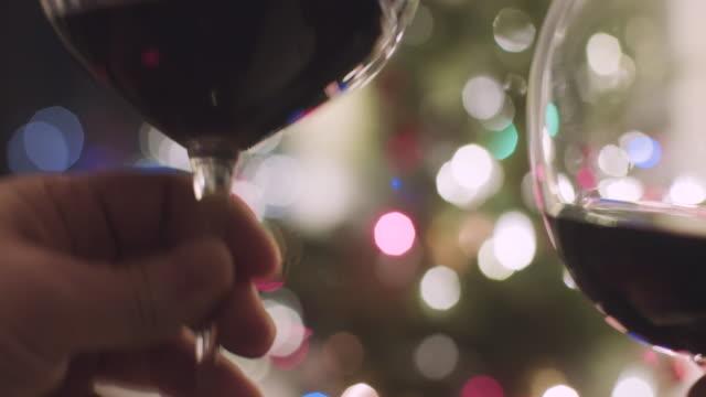 Prost-leuchtet-rot-Wein-Urlaub-Weihnachten-schließen
