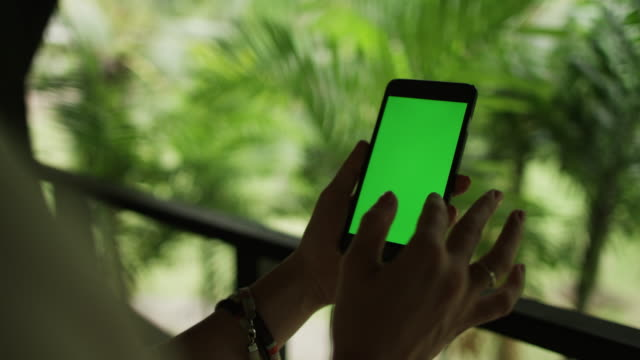 green-screen-cell-phone