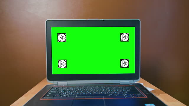 Pan-Camera-to-the-Laptop-with-Green-Screen