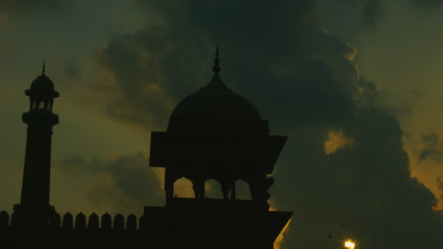 Time-lapse-shot-of-people-at-mosque-Jama-Masjid-Delhi-India
