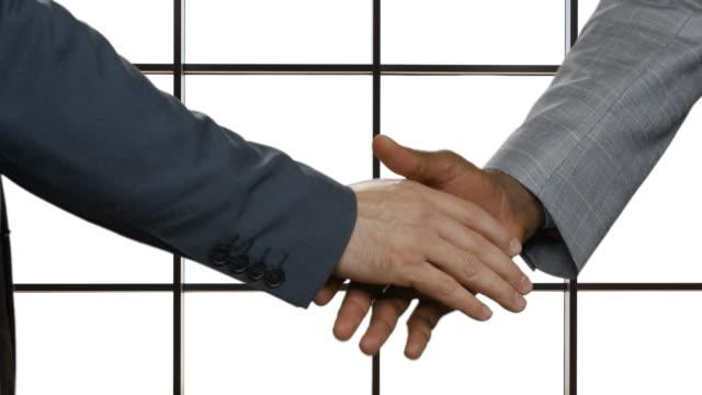 Businessmen-shake-hands-in-headquarters-