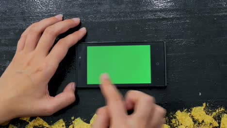 Woman-using-smartphone-with-green-screen