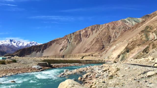 Punto-de-vista-de-Khadung-La-carretera-Leh-Ladakh-INdia