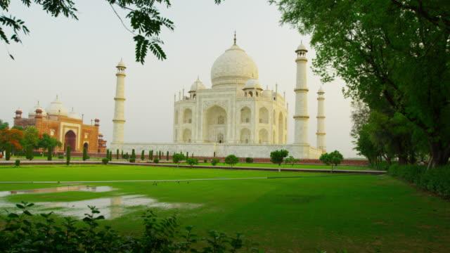 Taj-Mahal-at-Sunrise