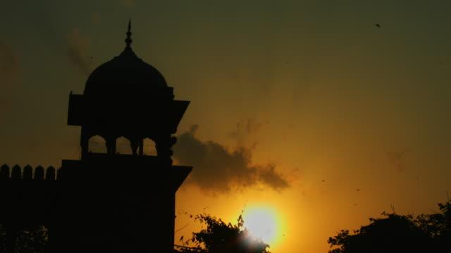 Cerrado-on-shot-of-mezquita-Jama-Masjid-al-atardecer-Delhi-India