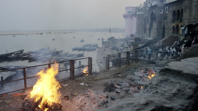 Cremation-fire-on-a-Ghat-by-Ganges-