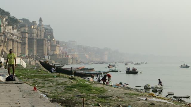 Por-la-mañana-en-el-río-Ganges-