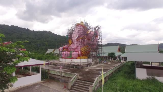 Ver-areial-el-rosa-Ganesh-durante-la-creación-