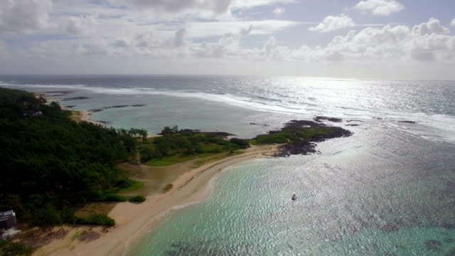 Mauritius-coast-and-Indian-Ocean-aerial-view