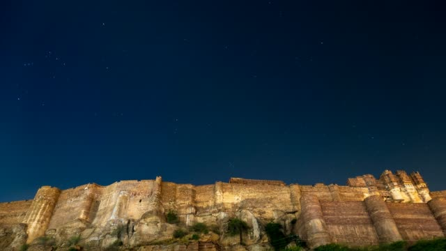 Time-lapse-of-the-starry-sky-above-Jodhpur-fort-Rajasthan-India-
