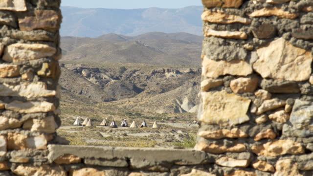 Vieja-aldea-de-la-India-en-medio-del-desierto-salvaje