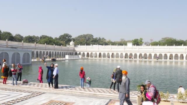 Gurudwara-Bangla-Sahib-temple-New-Delhi-India