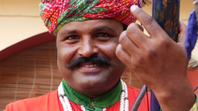 Indian-man-plays-traditional-musical-instrument-in-Jaipur-Rajasthan-India