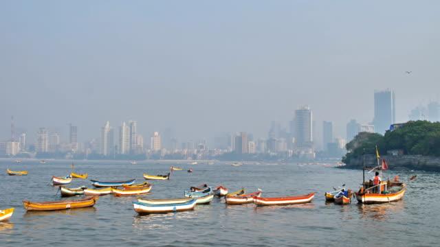 Fisherman-sailing-the-boat-in-Arabian-sea-against-Mumbai-city-skyline